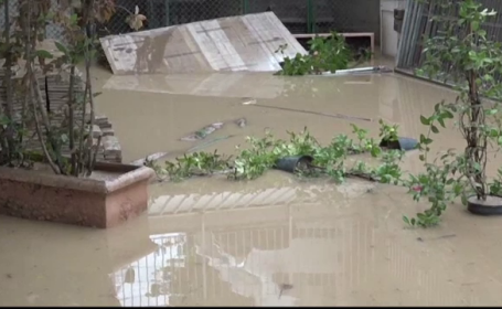 Furtunile au facut prapad in Italia. Mai multe orase au fost inundate, iar cinci persoane au murit