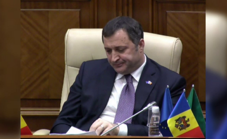 Procurorii moldoveni spun ca Vlad Filat este implicat intr-o frauda de 1 MLD dolari. Reactia premierului dupa retinere