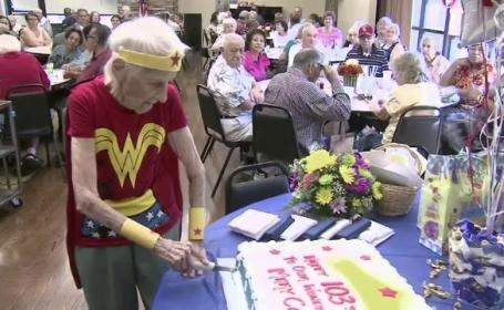 A implinit 103 ani si face voluntariat cinci zile pe saptamana la un azil de batrani. Care este secretul longevitatii ei