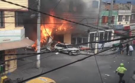 Un avion s-a prabusit intr-o zona rezidentiala din Bogota, la 3 minute de la decolare. Cinci persoane au murit. VIDEO
