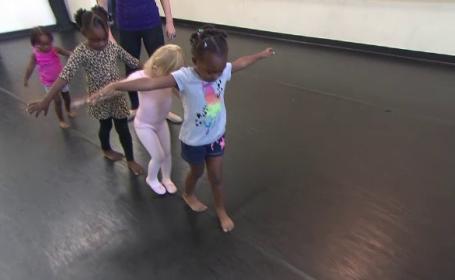 Dansul ii ajuta pe copii sa se dezvolte mai repede si mai frumos. Ce ii sfatuiesc medicii pe toti parintii