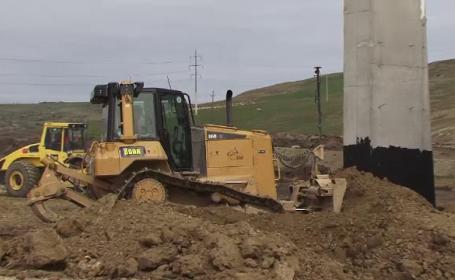 Lucrarile la autostrada Lugoj-Deva au fost suspendate. Problemele intampinate: un cimitir ilegal si o pestera cu lilieci