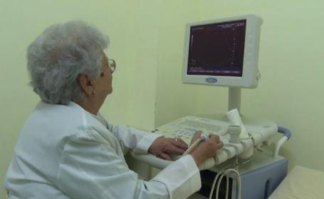 Spitalele din Romania, tinute in viata de medici de 70 de ani, intorsi de la pensie. Tinerii nu vor sa le ia locul