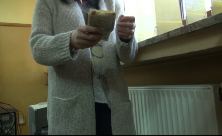 O batrana de 75 de ani, jefuita de banii de inmormantare. Metoda prin care a fost pacalita de doua femei