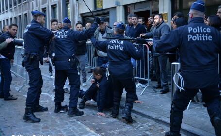 Politia din Turcia a luat cu asalt sedii ale unor firme de media, \
