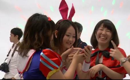 Cum se costumeaza tinerii din Japonia de Halloween. Fantomele si vrajitoarele, inlocuite cu personaje de desene animate
