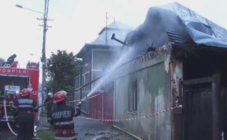 Un barbat din Turda a lasat o tigara aprinsa, iar casa i-a ars in totalitate. Sotia lui se mutase de acasa de cateva zile