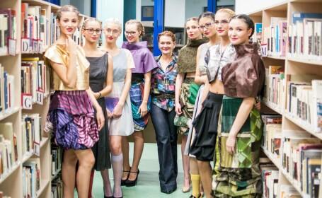 """Prezenatre de moda la Biblioteca """"Octavian Goga"""" din Cluj. Designerul clujean Calina Langa a lansat o noua colectie de haine"""