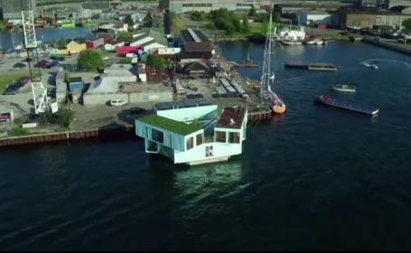 Case plutitoare amenajate in containere, solutia ieftina de locuit a unei companii din Copenhaga. Cat costa chiria pe apa