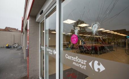 Luare de ostatici intr-un supermarket din Belgia. Un barbat inarmat cu un cutit a tinut sub teroare 15 persoane