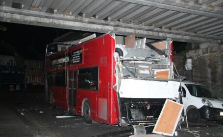 Accident de autobuz cu zeci de raniti, in Londra. O masina supraetajata s-a lovit de un pod