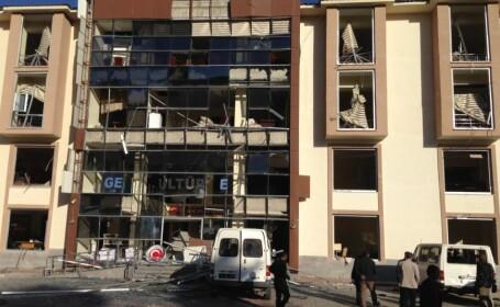 Explozie cu masina capcana in sudul Turciei. Un politist a fost ucis si 10 persoane au fost ranite