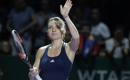Simona Halep a castigat a doua oara consecutiv Madrid Open. Este al 15-lea trofeu din cariera jucatoarei. \