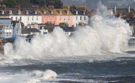 Uraganul Ophelia a lovit Marea Britanie