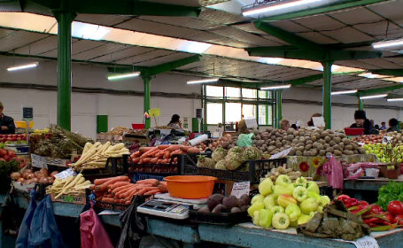 Piețele românești abundă de intermediari care vând produse cumpărate din depozite