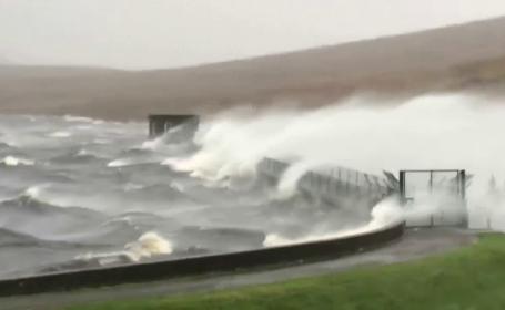 Uraganul Ophelia a fost retrogradat și a devenit furtună. Rafalele au ajuns în Scoția și Anglia