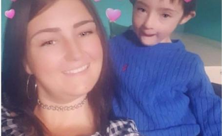 Momentul emoționant, când un copil cu sindrom Down își bucură mama bolnavă