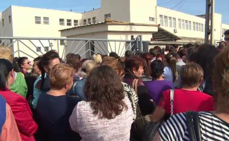 Sute de oameni la coadă pentru un loc de muncă, în Gorj. Ce fabrică se va deschide