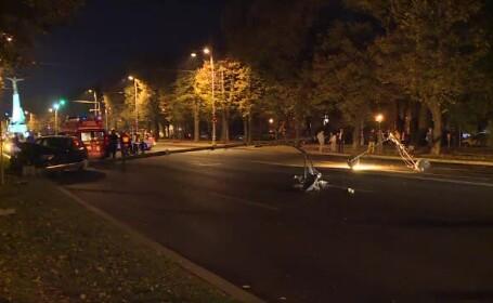 O şoferiţă a dat jos doi stâlpi, blocând un bulevard din Capitală
