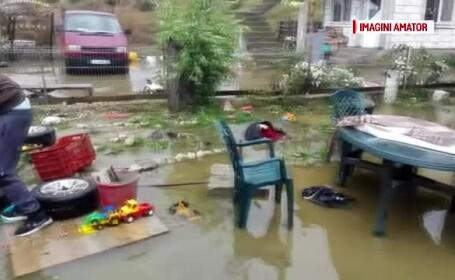 Prăpăd în mai multe orașe, după furtună. Două nave s-au ciocnit ușor, în Portul Constanța