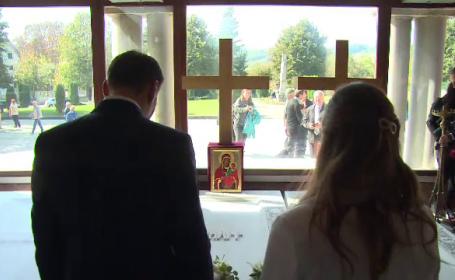 Nicolae şi Alina au mers la mormintele Regelui Mihai si Reginei Ana. Mesajul transmis familiei regale
