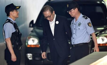 Fost preşedinte sud-coreean, condamnat la 15 ani de închisoare pentru corupţie