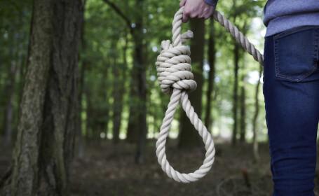 O copilă din județul Vaslui, părăsită de mamă, a încercat să se sinucidă