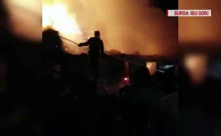 Incendiu într-o locuință din Gorj. Pompierii s-au luptat cu flăcările 5 ore
