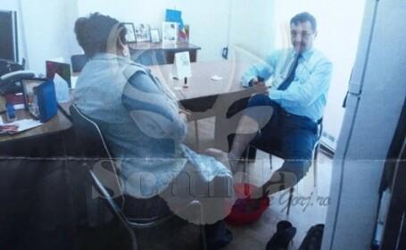 Director de primărie, sesiune de pedichiură cu o angajată. Ce explicație a avut