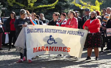 Sute de asistenţi maternali din Maramureş, supăraţi că primarii nu le-au majorat salariile
