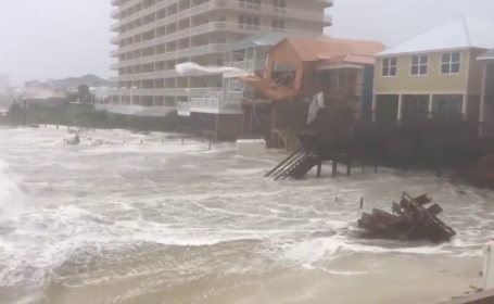 """Uraganul """"Michael"""" lovește cu 250 km/ oră statul Florida. Ordin de evacuare pentru 370.000 de oameni"""