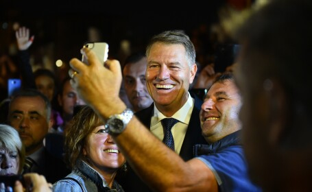 Mesajul lui Klaus Iohannis pentru românii din Italia. Oamenii l-au aplaudat și i-au scandat numele