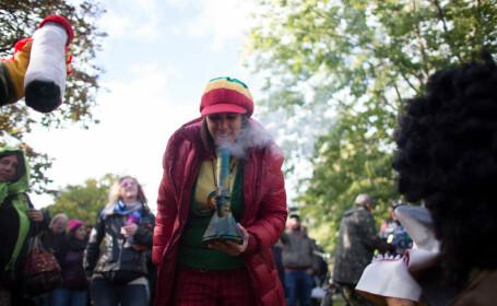 Canadienii au sărbătorit pe străzi legalizarea marijuanei în scop recreativ