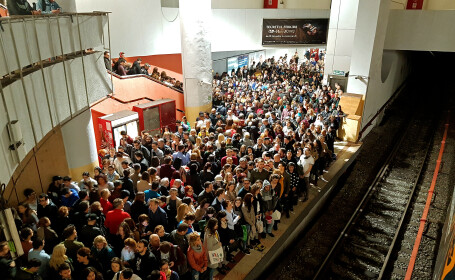Aglomeratie la metrou miercuri