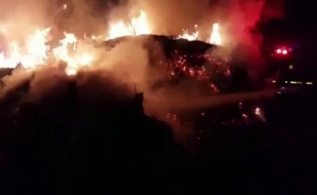 Tone de furaje, distruse de flăcări. De la ce ar fi pornit incendiul