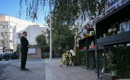 Preşedintele Klaus Iohannis a depus o coroană de flori la Clubul Colectiv