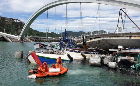 Momentul în care un pod s-a prăbușit în Taiwan. Oameni blocați sub dărâmături