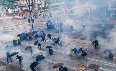 Noi violențe la Hong Kong. Momentul în care un manifestant a fost împușcat