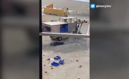 Camion scăpat de sub control pe un aeroport. Scenele filmate