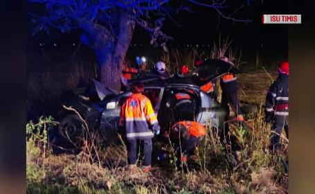 Un șofer vitezoman și pasagerul său au murit după ce au intrat cu mașina într-un copac