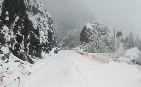 Iarnă în toată regula în Harghita. Drumarii au început deszăpezirea pe mai multe drumuri