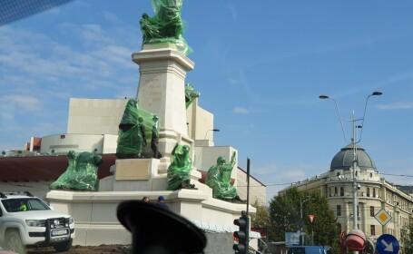 Ansamblu de 7 statui instalat în centrul Bucureștiului. Originalul, topit de comuniști