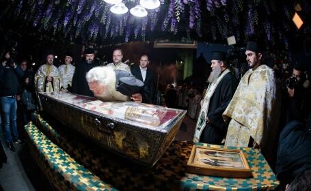 Procesiunea de scoatere a moastelor Sfintei Cuvioase Parascheva din Catedrala Mitropolitana din Iasi