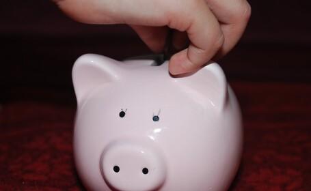 Cum îi învățăm pe copii valoarea banilor. Educația financiară începe de la 4 ani