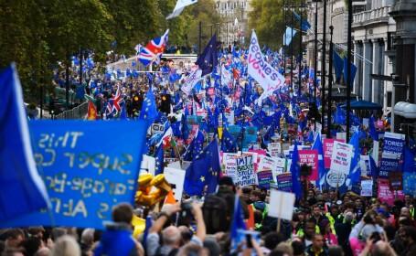 Manifestație masivă în Londra. Votul privind Brexit a fost amânat