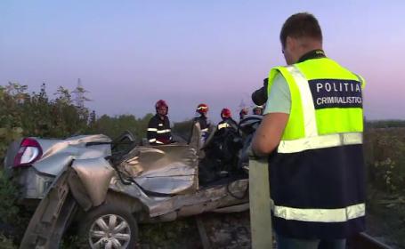 Doi soți au murit, după ce mașina lor a fost lovită de tren. Mărturiile localnicilor