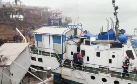 Alarmă în portul Galaţi, după ce o navă a luat foc. Ce au descoperit apoi pompierii