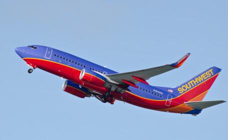 Piloți acuzați de o stewardesă că au ascuns în toaleta unui avion o cameră video