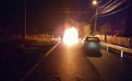 """Mașini în flăcări după ce o tânără de 18 ani a lovit autospeciala poliției. Au fost 5 victime: """"E nenorocire ce e aici!"""""""