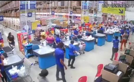 Rafturi cu produse, prăbușite într-un hipermarket din Brazilia. Un mort și opt răniți